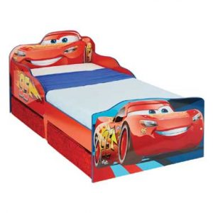bed met Disney zijpanelen